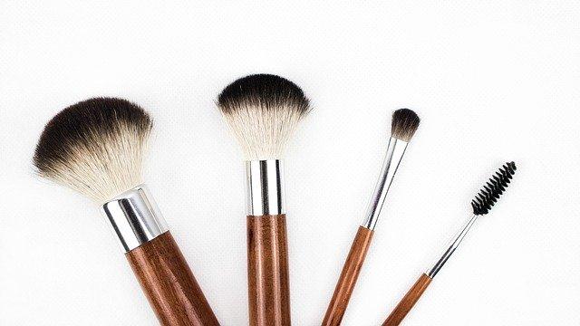 Podstawowe pędzle do makijażu na start.